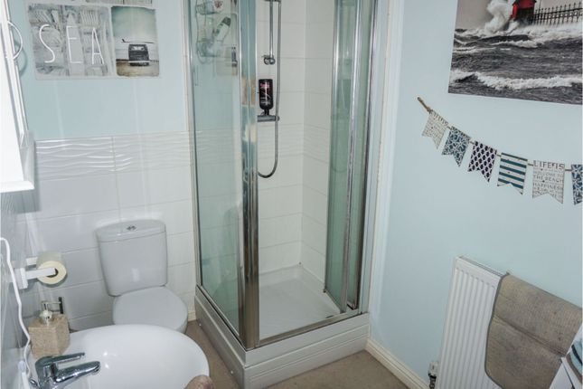 Master En-Suite of Carpenters Close, Wragby LN8