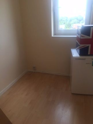 4 bed flat to rent in The Shaftesburys, Barking