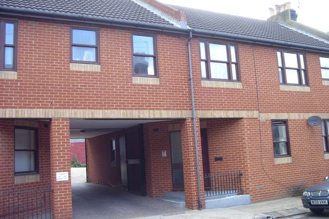 1 bed flat to rent in Catherine Street, Rochester