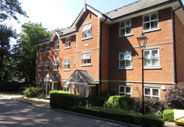 Thumbnail Flat to rent in Harrison Close, Hitchin