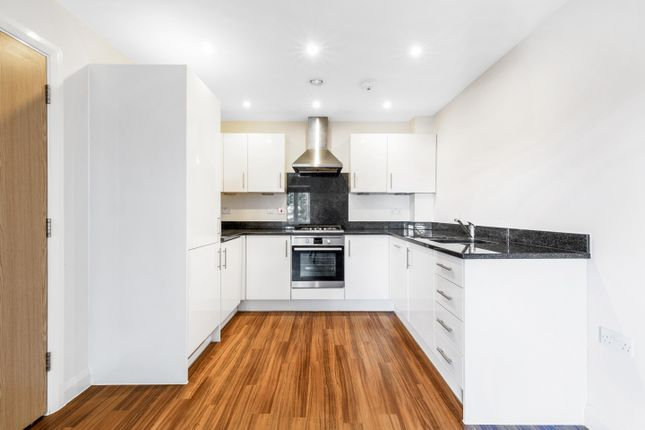 Thumbnail Flat to rent in Cheam Road, Ewell, Epsom