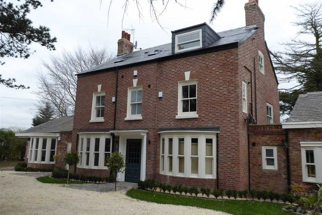 Thumbnail Flat to rent in The Oaks, Pymgate House, Cheshire
