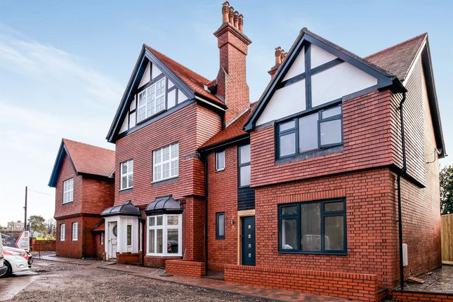 Thumbnail Flat for sale in Stanwell Road, Penarth