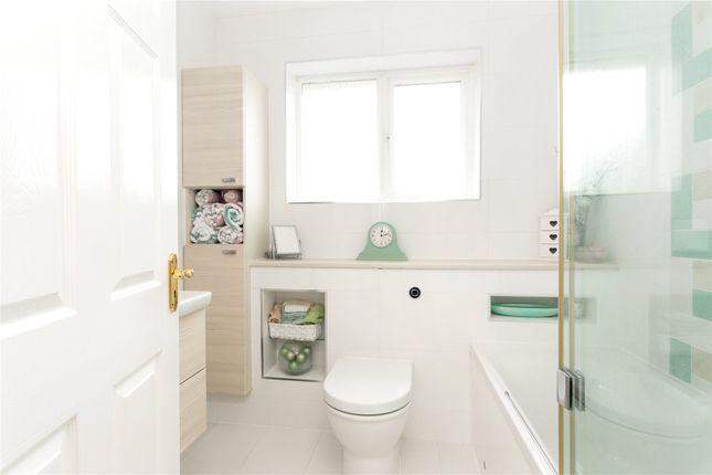 Bathroom of Queensfield, Dummer, Basingstoke, Hampshire RG25