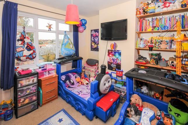 Bedroom 2 of Carisbrook Close, Enfield EN1