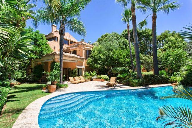 Villa for sale in Altos De Puente Romano, Marbella, Malaga