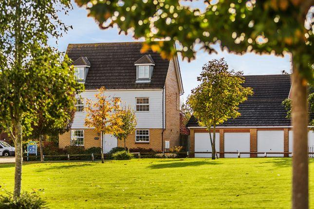 Thumbnail Detached house for sale in Hunters Way, Edenbridge