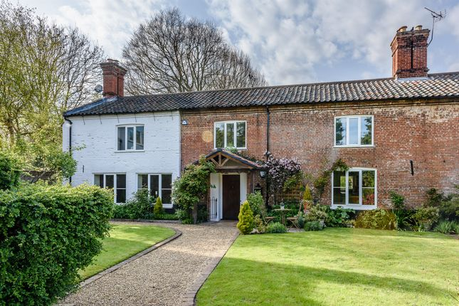 Thumbnail Farmhouse for sale in Watton Road, Colney, Norwich