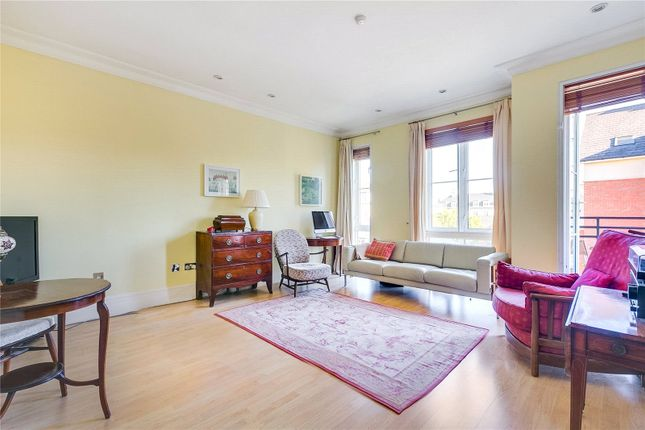 Flat for sale in Melliss Avenue, Kew, Surrey