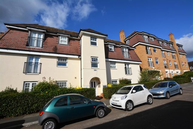 2 bed flat for sale in Yenston Close, Morden SM4