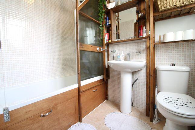 Bathroom of Roeburn Place, Lancaster LA1