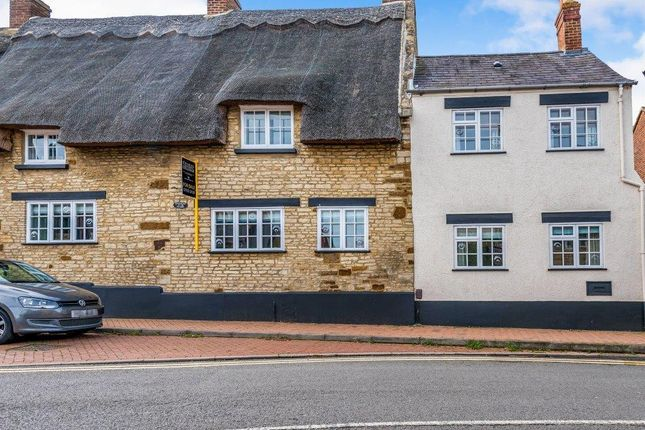 Thumbnail Cottage to rent in High Street, Irchester, Wellingborough