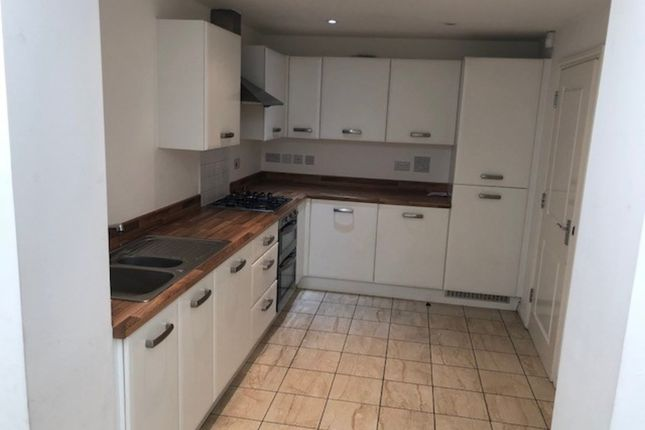 Thumbnail Shared accommodation to rent in Hawksmoor Grove, Bromley