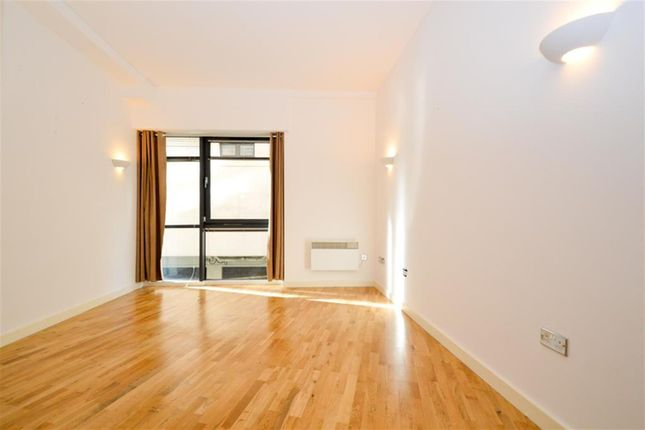Thumbnail Flat to rent in Calvert Avenue, Shoreditch