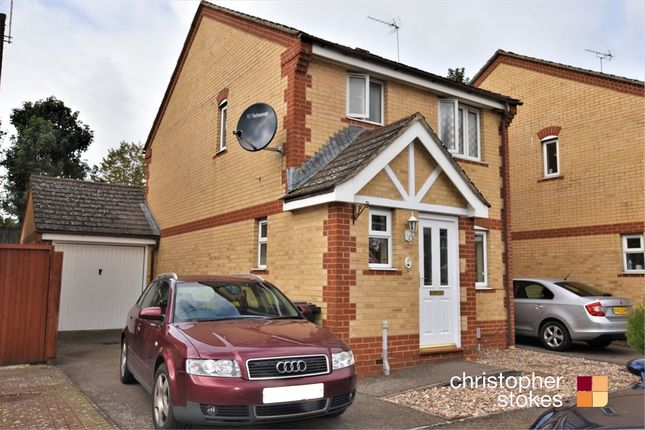 3 bed semi-detached house to rent in Pettys Close, Cheshunt, Hertfordshire EN8