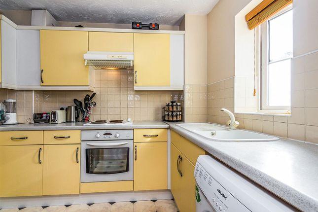 Kitchen of Swallows Croft, Reading RG1