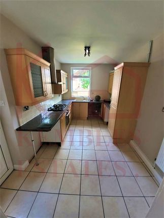 3 bed terraced house to rent in Earlesmere Avenue, Balby, Doncaster DN4
