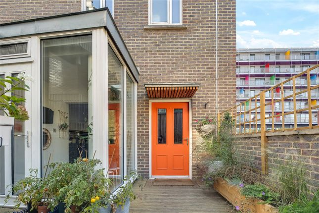 Thumbnail Flat for sale in St. Pauls House, 2 Market Yard, London