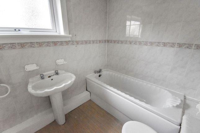 Bathroom of High Parksail, Erskine PA8