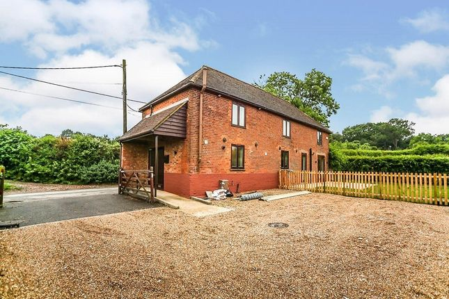 3 bed detached house to rent in Kemsdale Road, Hernhill, Faversham ME13