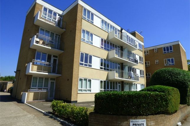 Thumbnail Flat to rent in Wellesley Avenue, Iver, Buckinghamshire