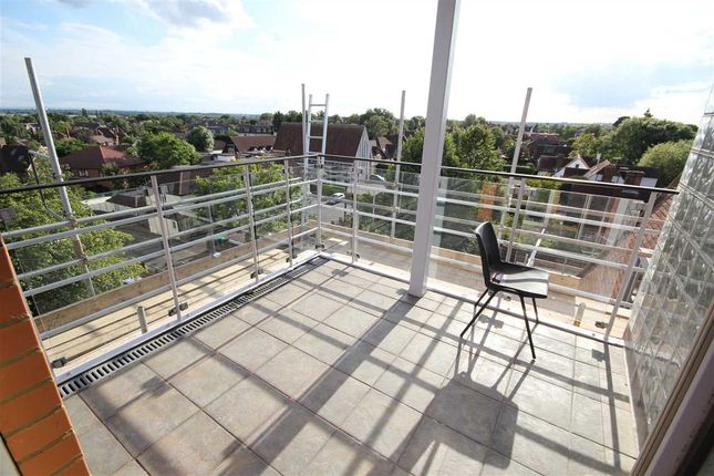 Thumbnail Flat to rent in Ickenham Road, Ruislip