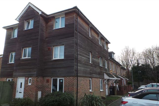 Thumbnail Detached house to rent in Blackburn Way, Hounslow