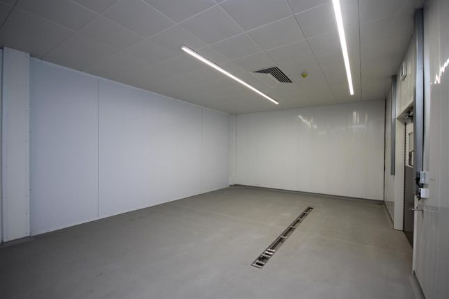 Thumbnail Commercial property to let in Chase Road, London
