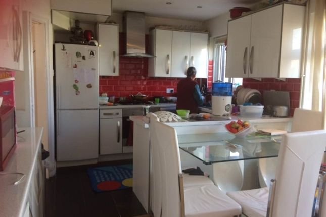 3 bed property to rent in Waltham Avenue, Hayes, Middlesex UB3