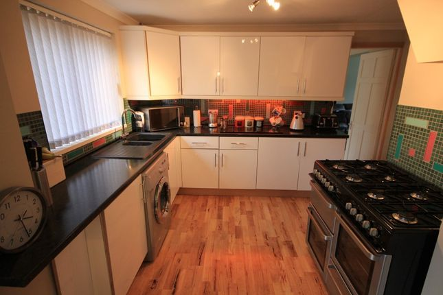 Thumbnail Detached house for sale in Tallis Lane, Reading