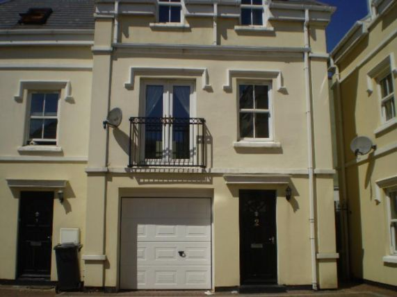 Thumbnail Town house to rent in Windsor Road, Douglas
