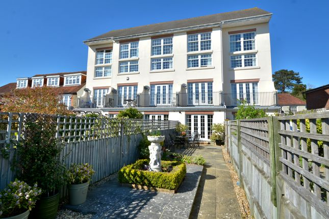 Thumbnail Town house for sale in Lower Street, Pulborough