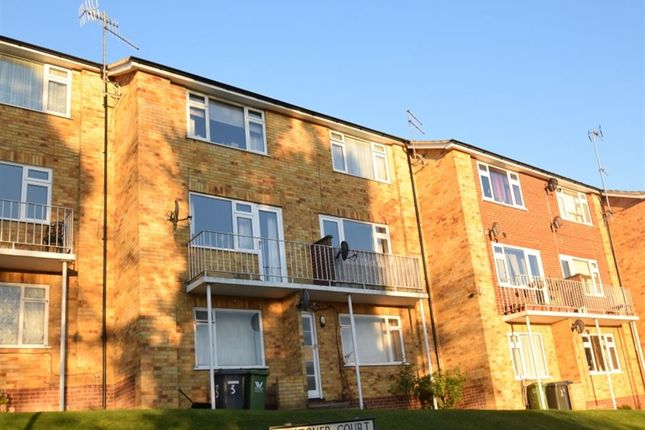 2 bed maisonette to rent in Westover Court, Downley