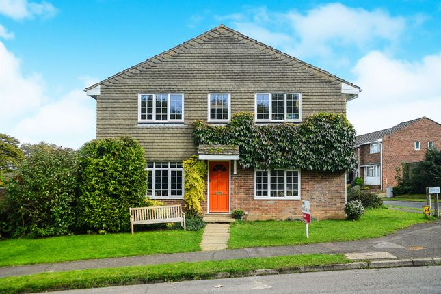 4 bed end terrace house for sale in Monks Way, Lewes