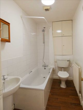 Bathroom of Cliff Street, Scunthorpe DN16
