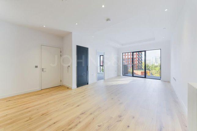 1 bedroom flat for sale in Montagu House, London City Island, London