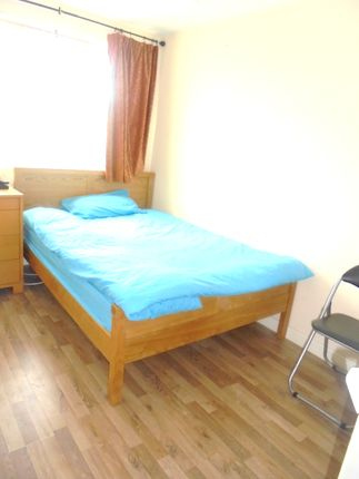 Room to rent in Tiverton Drive, New Eltham