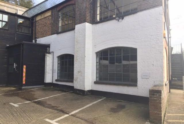 Thumbnail Office to let in Chiltern House, Waterside, Chesham, Bucks