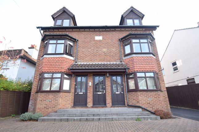 Thumbnail Flat to rent in Roberts Road, High Wycombe, Bucks