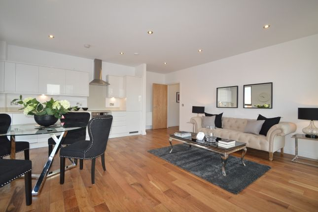 Thumbnail Flat for sale in Pitfield Street, London