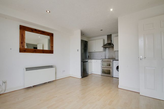 Thumbnail Flat to rent in Swansea Court, London