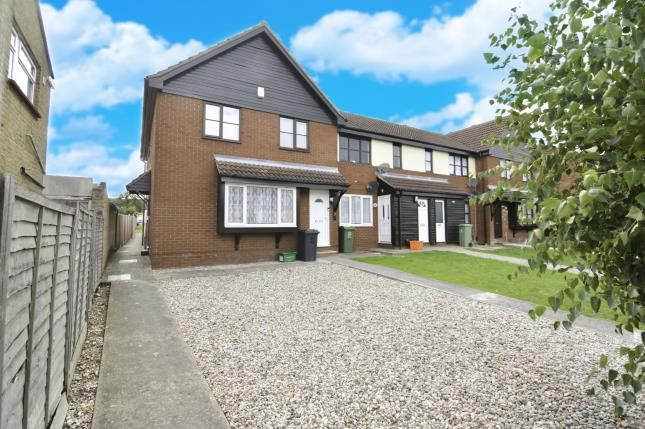 Thumbnail Maisonette for sale in Kent View Road, Basildon, Essex