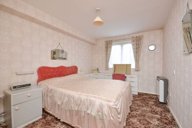 Thumbnail Flat to rent in Churchill Court, Bush Hill Park