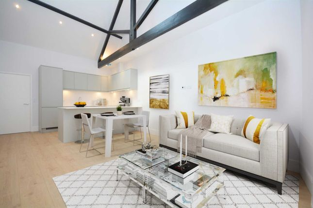 2 bed flat for sale in High Street, Chesham HP5