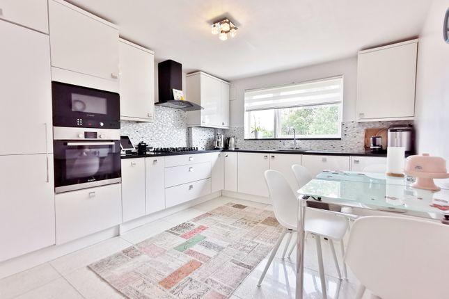 Thumbnail Flat for sale in Westbury Court, Lyonsdown Road, Barnet
