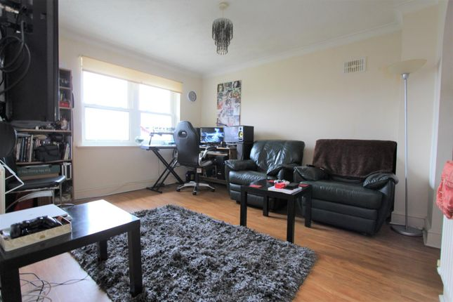 Living Room of Waterslade, Elm Road, Redhill RH1