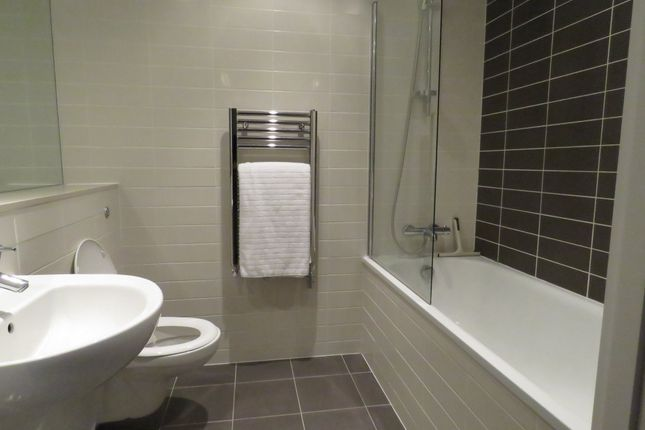 Bathroom of Strand Street, Liverpool L1