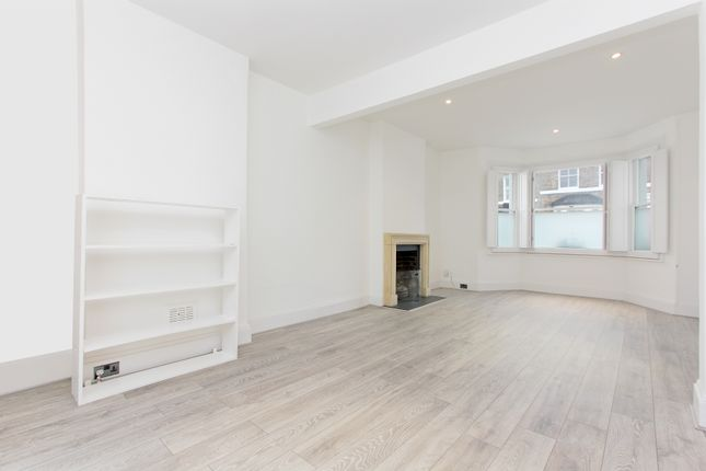 3 bed terraced house to rent in Mackay Road, London