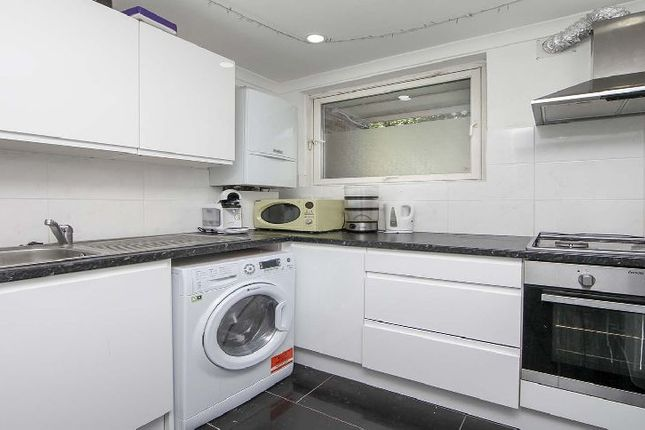 Thumbnail Flat to rent in Coopers Road, London