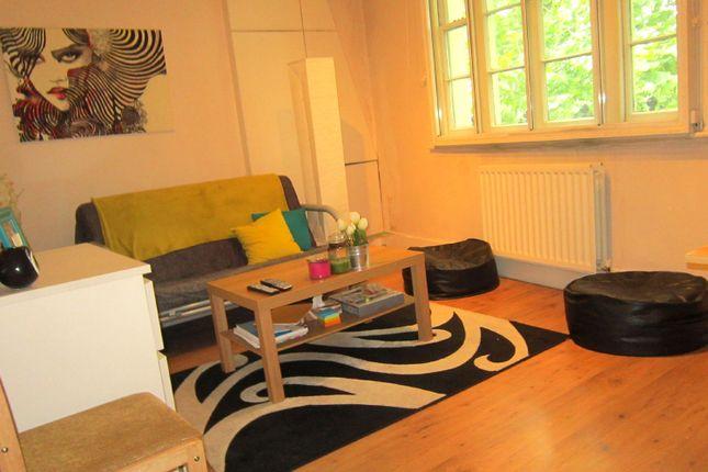Thumbnail Flat to rent in Kensington Church Street, London